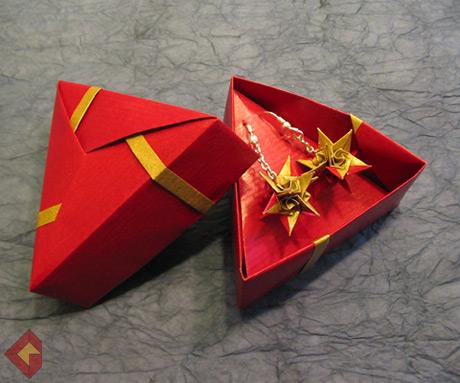 Spiral Star Earrings designed and folded by Grzegorz Bubniak