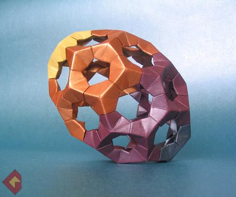 Egg designed by Rona Gurkewitz and folded by Grzegorz Bubniak