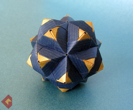 Spiky Icosahedron based on Sonobe Variation 5 designed by Meenakshi Mukerji and folded by Grzegorz Bubniak