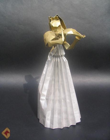 Violinist designed by Hoyjo Takashi and folde by Grzegorz Bubniak